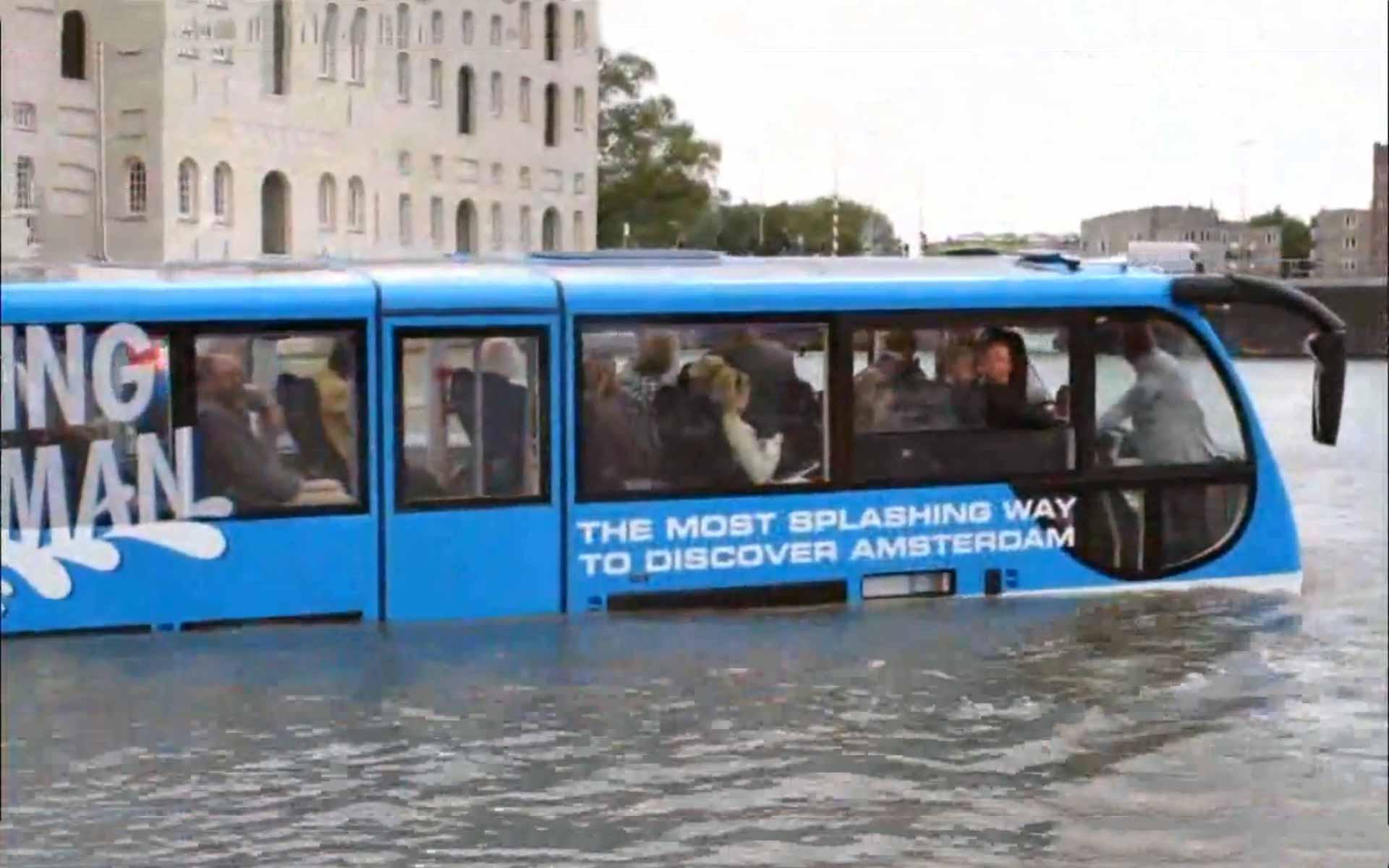 amsterdam splash bus drives into canals. Black Bedroom Furniture Sets. Home Design Ideas
